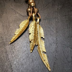 Jewelry - Gold feather necklace ✨